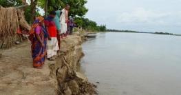 পদ্মার ভাঙনে হারিয়ে যাচ্ছে নিমতলা গ্রামটি