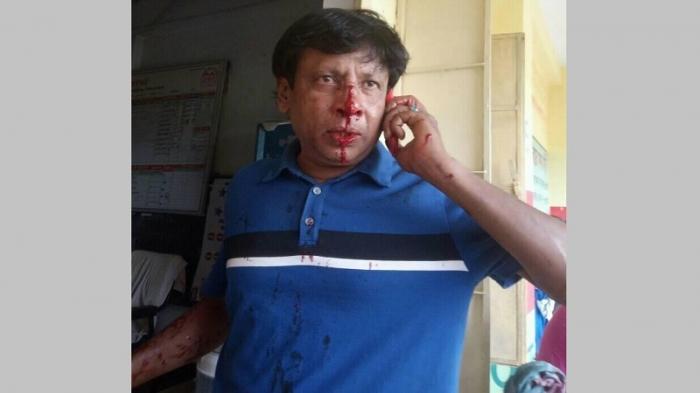 আহত শিক্ষক বজলুর রশীদ।