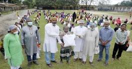 বাগমারার ৬০০ পরিবারের মাঝে আ.লীগ নেতা এনামুলের ঈদ উপহার বিতরণ