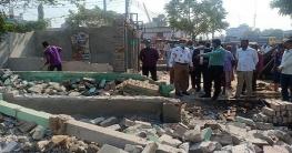 গোদাগাড়ীতে অবৈধ স্থাপনা উচ্ছেদে পৌরসভার অভিযান