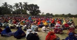 গোদাগাড়ীতে অসহায় মানুষদের ঈদ উপহার দিলেন যুবলীগ নেতা সোহেল