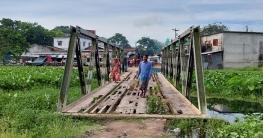 দুর্গাপুরে হোজা নদীর ওপর বেইলি ব্রিজ: ঝুঁকি নিয়েই চলাচল