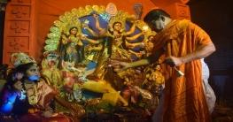 রাজশাহীতে কুমারী পূজায় নারীর বন্দনা