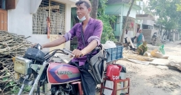 রাজশাহীতে ফোন পেলেই মোটরসাইকেলে চা নিয়ে হাজির রনি