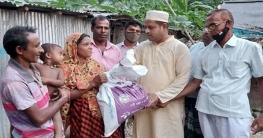 বাগমারায় এমপির পক্ষে ত্রাণ পৌঁছে দিচ্ছেন আ'লীগ নেতা জিল্লু