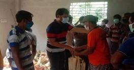 তানোরে দরিদ্রদের ঈদ উপহার দিলেন সুজন