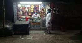 গোদাগাড়ীতে দূরত্ব বজায় রাখতে দোকানের সামনে গোল চিহৃ