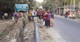 চারঘাট পৌরসভার অপরিকল্পিত কাজে জনগনের বাধা