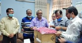রাজশাহীতে চিকিৎসকদের পিপিই দিলেন এমপি বাদশা
