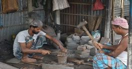 টুং টাং শব্দে মুখর রাজশাহীর কামারপাড়া