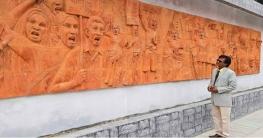 রাজশাহী কলেজে নির্মিত মনকাড়া ও অপূর্ব টেরাকোটায় ভাস্কর