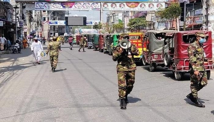 রাজশাহীতে কঠোর অবস্থানে সেনাবাহিনী