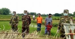 গোদাগাড়ীতে ঝড়ে নিহত জাহানারার বাড়ীতে সেনাবাহিনী