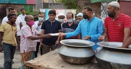 রাজশাহীর রাস্তায় ইফতার বিতরণে ডাবলু সরকার