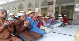 গোদাগাড়ীতেএমপি ফারুক চৌধুরীর সুস্থতা কামনায় দোয়া অনুষ্ঠিত